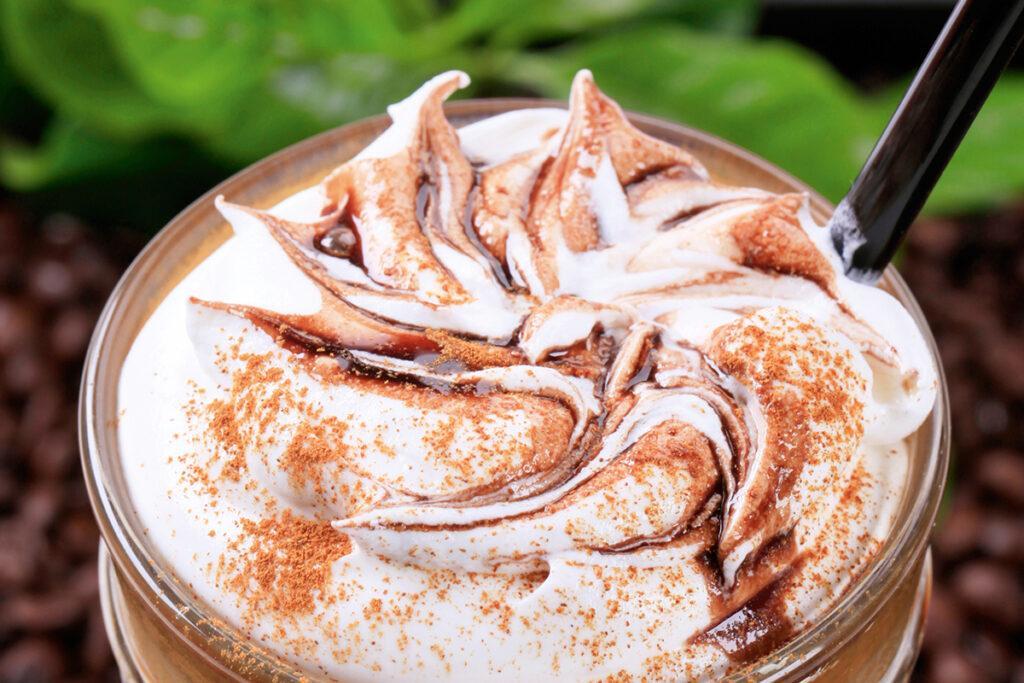 Kaffee mit Schnaps wärmt Körper und Seele